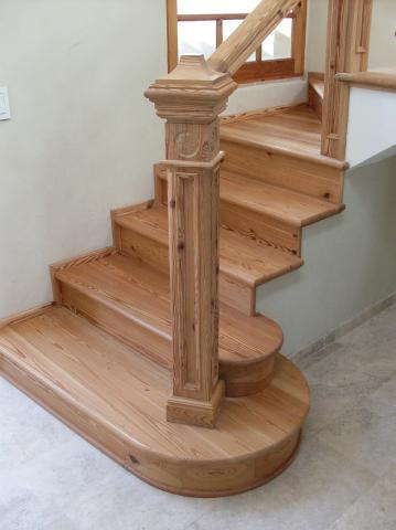 Escalera en madera de pinotea en ituzaingo - Escaleras con peldanos de madera ...