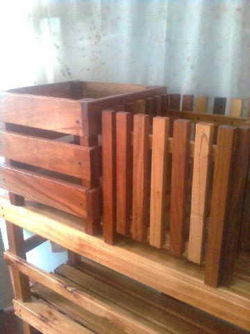 Macetero madera en caseros for Maceteros de madera para interior
